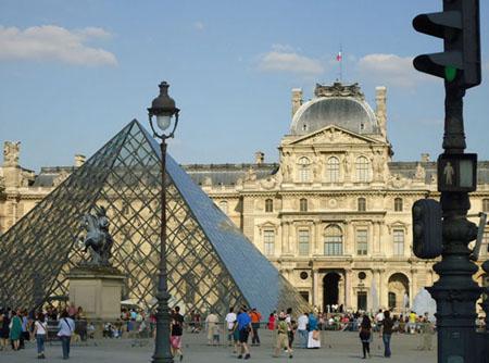 pyramid_louvre