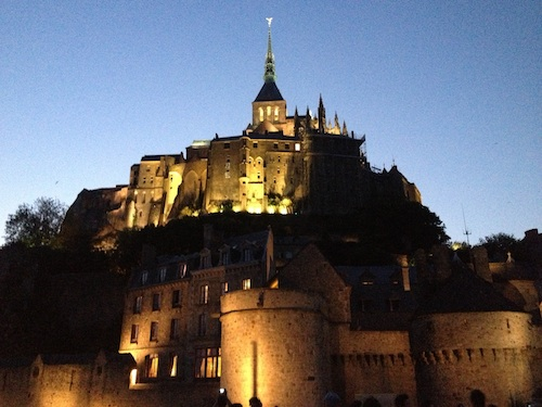 Mont_St_Michel_night_med
