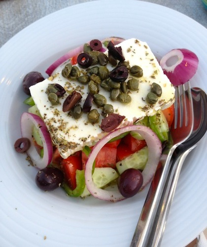 Greeksalad_feta_med